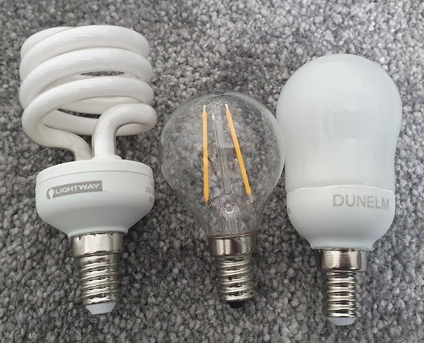 Two LED lights (E14 candles) and a halogen E14 in the middle.