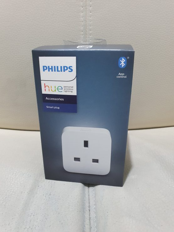 Philips Hue smart plug box - front view